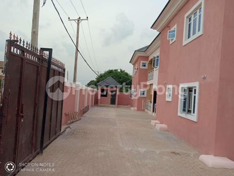 3 bedroom Flat / Apartment for sale Transekulu by dental school Enugu state. Enugu East Enugu - 1
