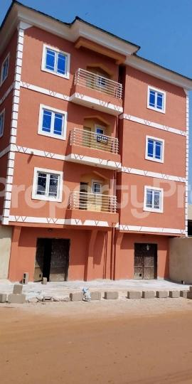 3 bedroom Block of Flat for sale @ Agbani road Enugu state. Enugu South Enugu - 2