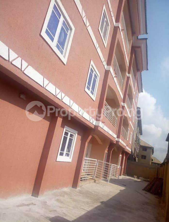 3 bedroom Block of Flat for sale @ Agbani road Enugu state. Enugu South Enugu - 1