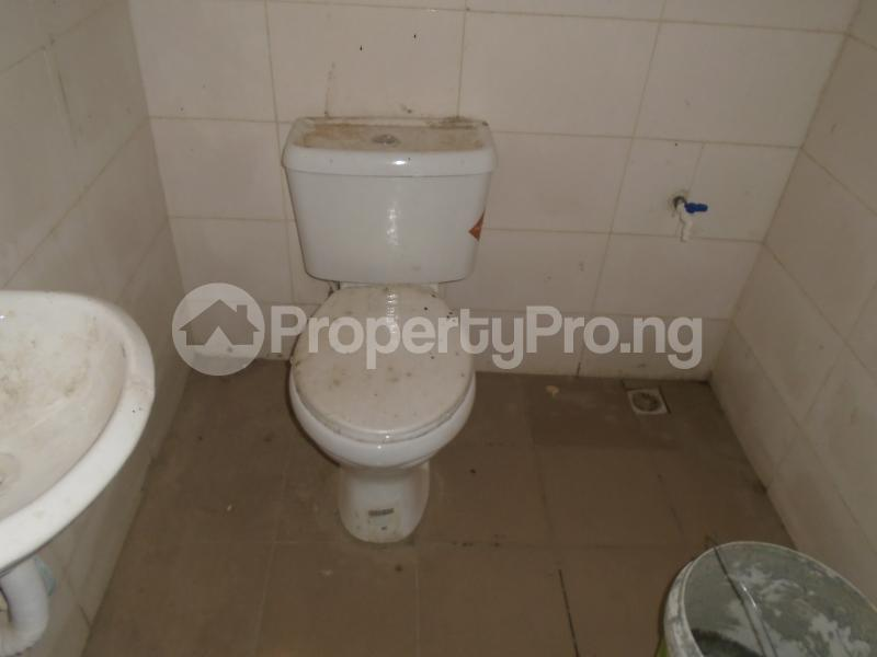 1 bedroom Self Contain for rent Off Western Avenue, Alaka Estate Surulere Lagos - 4