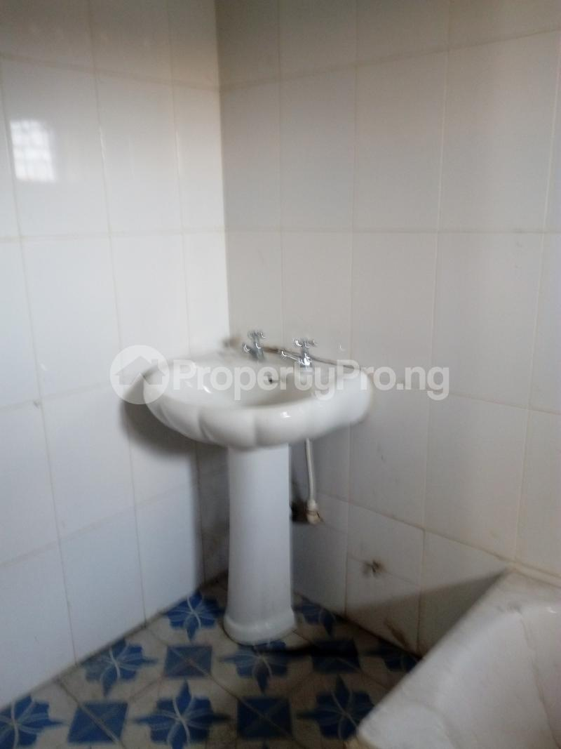 3 bedroom Flat / Apartment for rent remilekun Ogunlana Surulere Lagos - 3