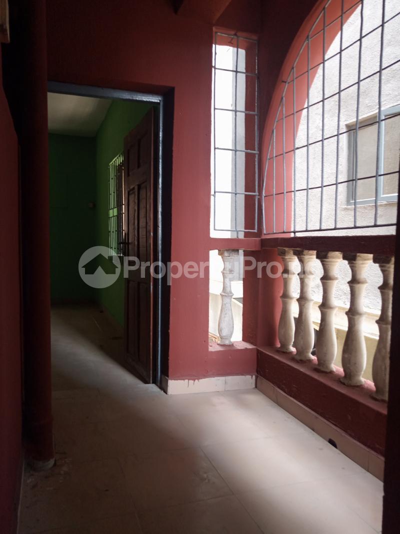 3 bedroom Flat / Apartment for rent Off Bajulaiye Fola Agoro Yaba Lagos - 2