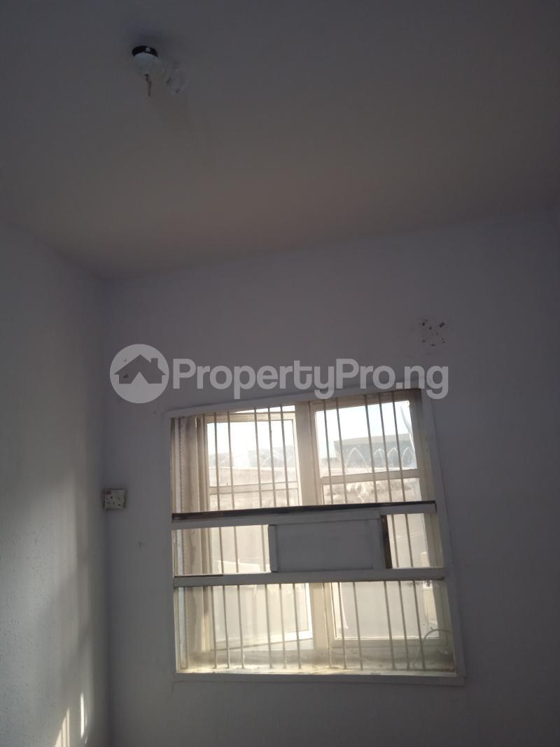 1 bedroom mini flat  Flat / Apartment for rent Babatunde Street Ogunlana Surulere Lagos - 2