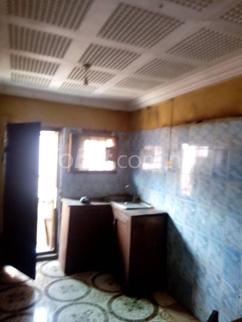 3 bedroom Flat / Apartment for rent Olukole Ogunlana Surulere Lagos - 4
