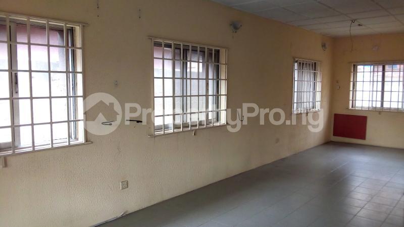 3 bedroom Detached Bungalow House for sale Medina Estate Atunrase Medina Gbagada Lagos - 6