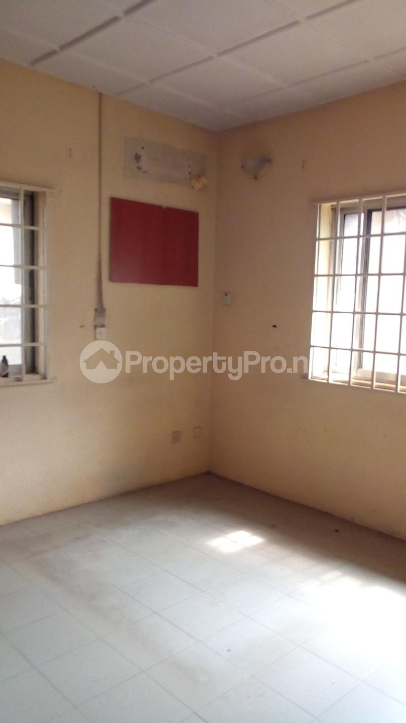 3 bedroom Detached Bungalow House for sale Medina Estate Atunrase Medina Gbagada Lagos - 10