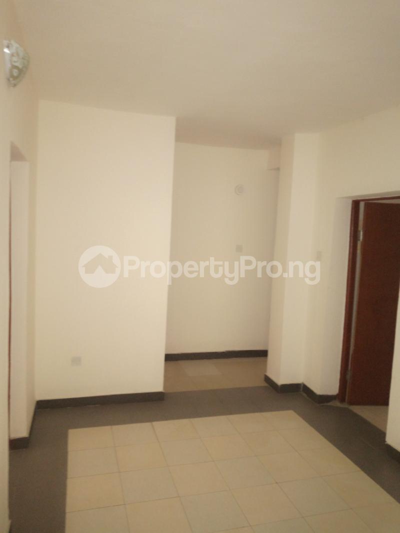 2 bedroom Flat / Apartment for rent off Cole street, by Olufemi off Ogunlauna Drive Ogunlana Surulere Lagos - 5