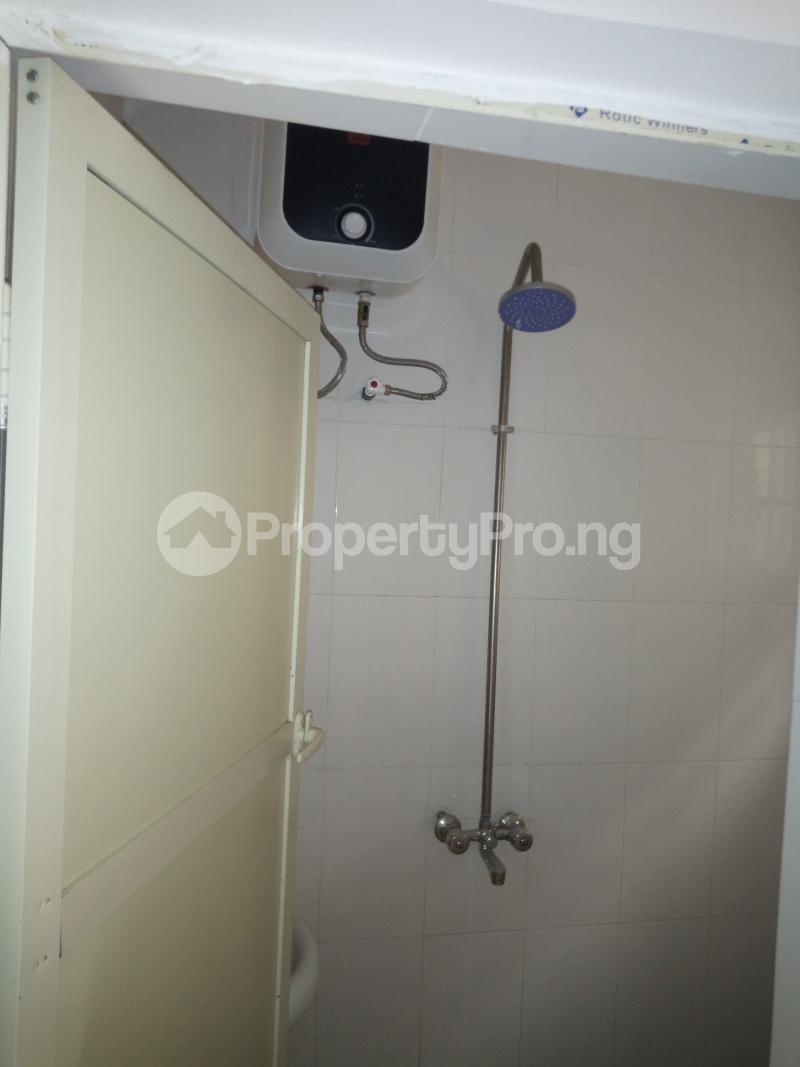 2 bedroom Flat / Apartment for rent off Cole street, by Olufemi off Ogunlauna Drive Ogunlana Surulere Lagos - 8