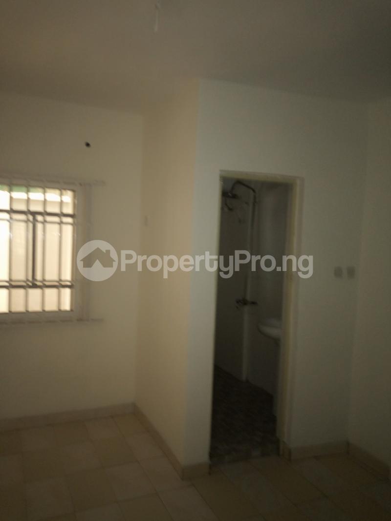 2 bedroom Flat / Apartment for rent off Cole street, by Olufemi off Ogunlauna Drive Ogunlana Surulere Lagos - 13