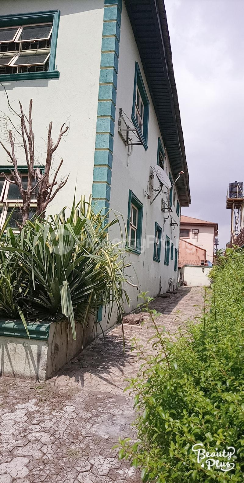 6 bedroom Detached Duplex for sale Ajao Estate Isolo. Lagos Mainland Ajao Estate Isolo Lagos - 2