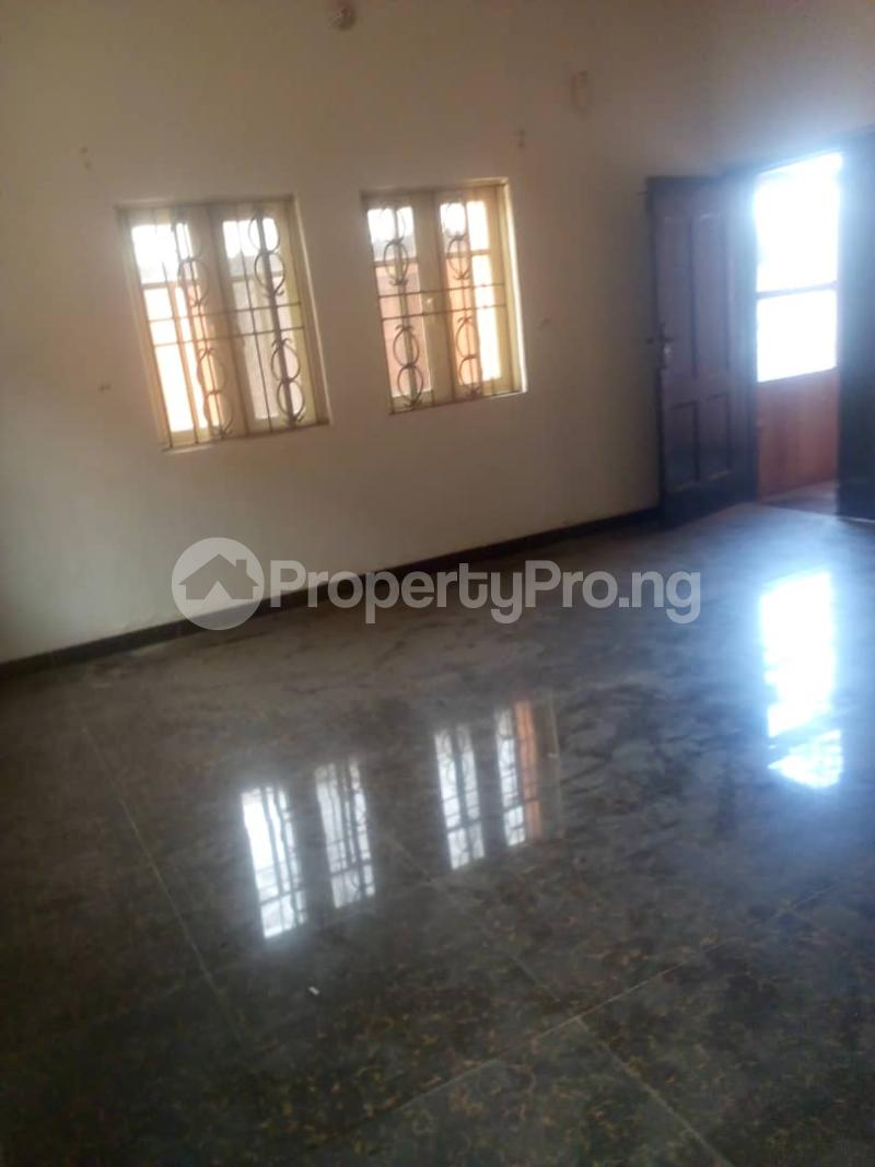 3 bedroom Flat / Apartment for rent Off Finbarrs Road, Akoka, Lagos. Akoka Yaba Lagos - 4