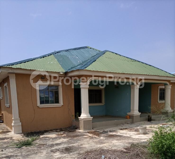 6 bedroom Detached Bungalow for sale Alhaji Akeem Street Igbogbo Ikorodu Lagos - 4