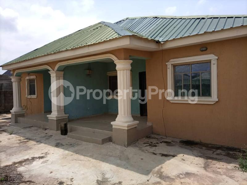 6 bedroom Detached Bungalow for sale Alhaji Akeem Street Igbogbo Ikorodu Lagos - 7