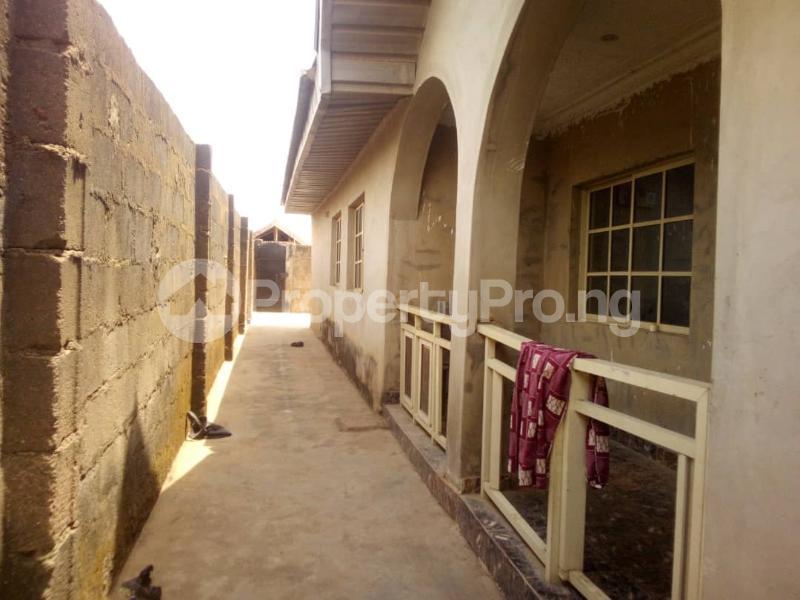 5 bedroom Flat / Apartment for sale para Inu ewe,new airport road alakia Ibadan Egbeda Oyo - 1