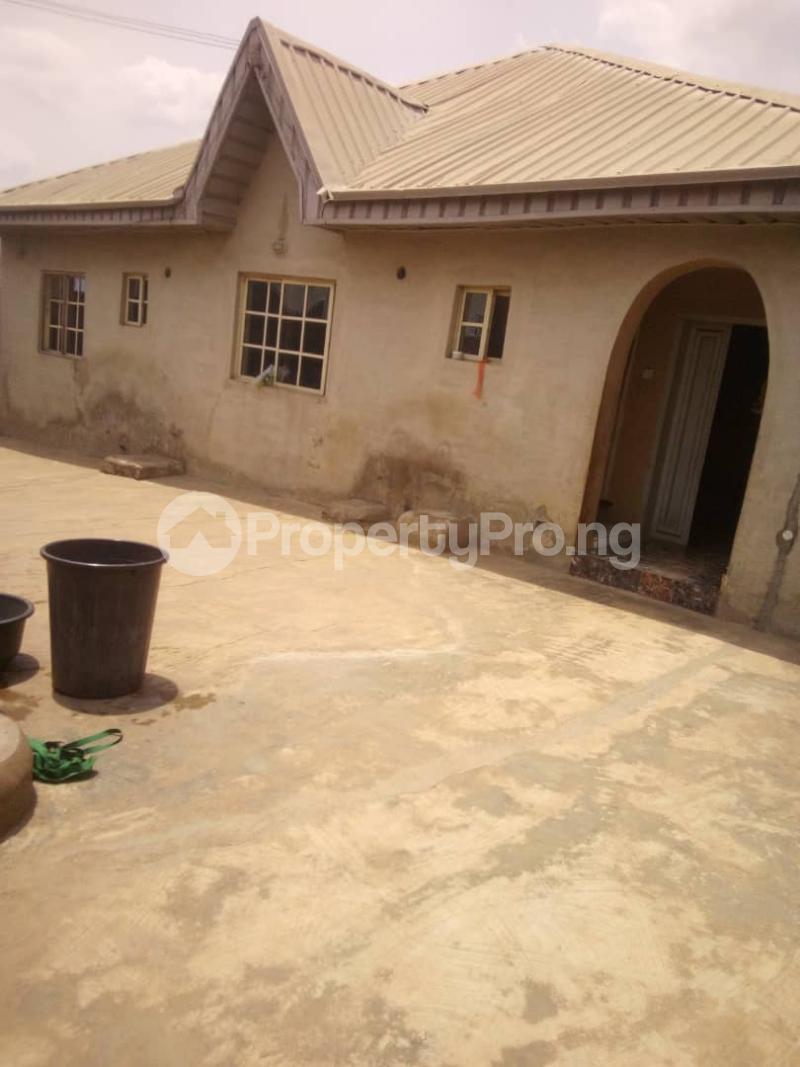 5 bedroom Flat / Apartment for sale para Inu ewe,new airport road alakia Ibadan Egbeda Oyo - 0