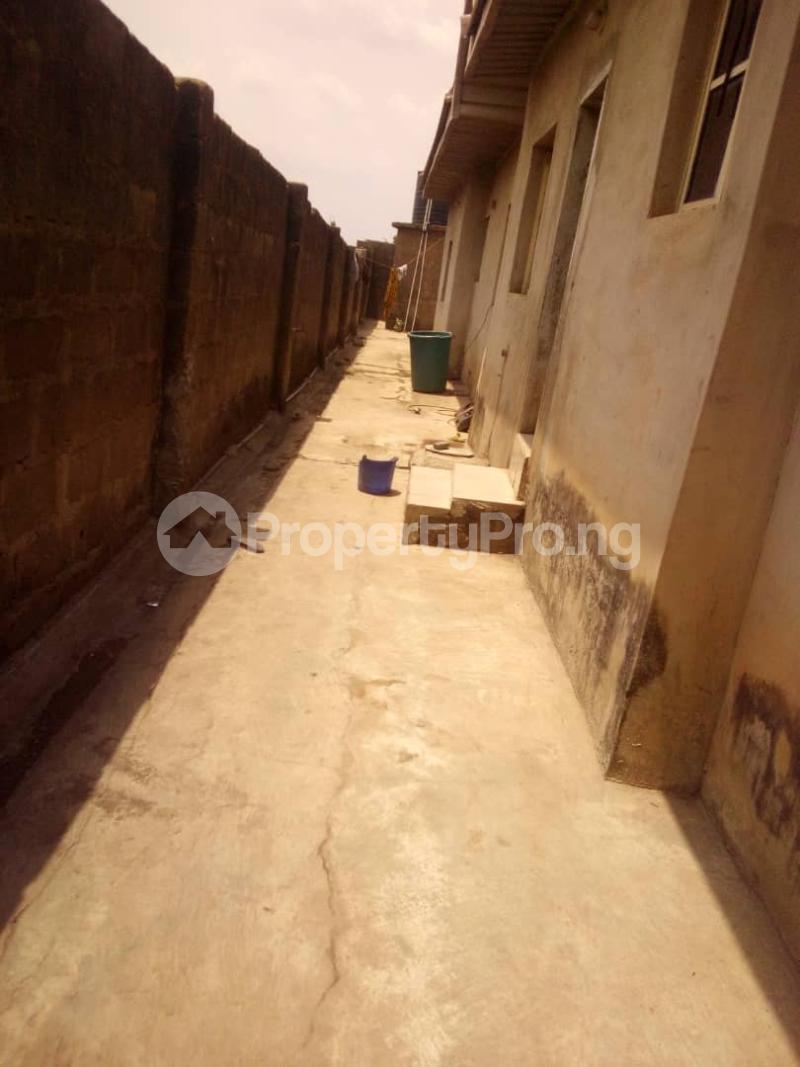 5 bedroom Flat / Apartment for sale para Inu ewe,new airport road alakia Ibadan Egbeda Oyo - 2