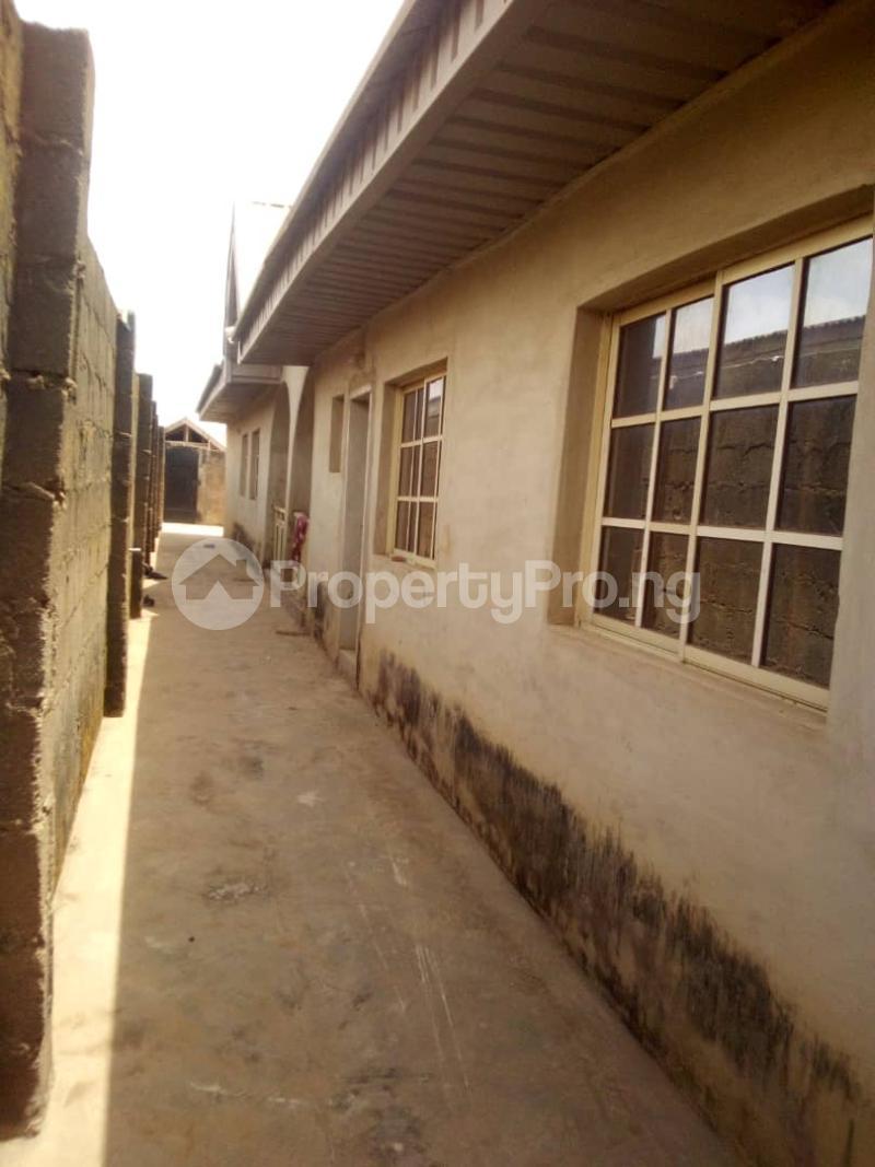 5 bedroom Flat / Apartment for sale para Inu ewe,new airport road alakia Ibadan Egbeda Oyo - 4