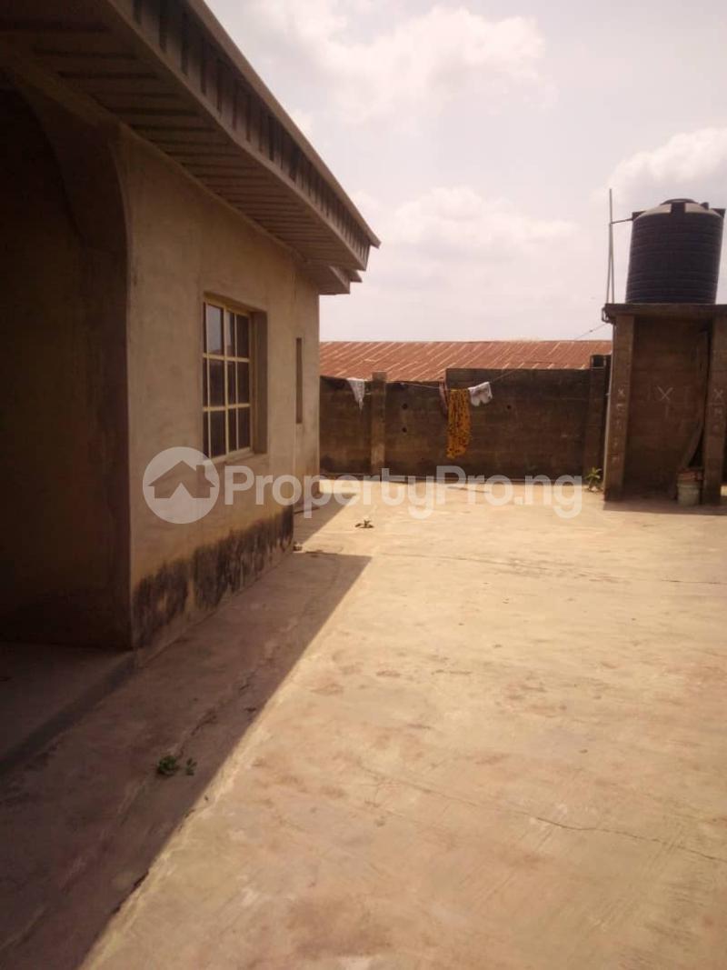 5 bedroom Flat / Apartment for sale para Inu ewe,new airport road alakia Ibadan Egbeda Oyo - 9