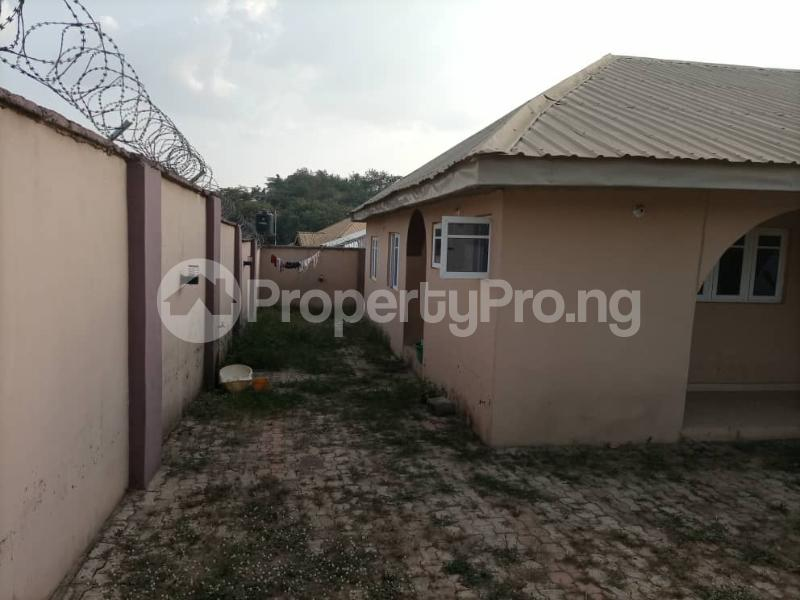 6 bedroom Detached Bungalow House for sale Akatapa Close off unity Estate Ologuneru Ibadan Eleyele Ibadan Oyo - 1