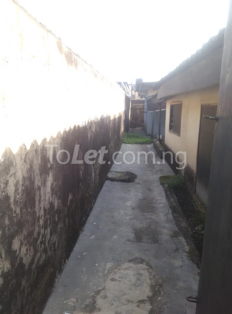 House for sale off bode thomas Bode Thomas Surulere Lagos - 11