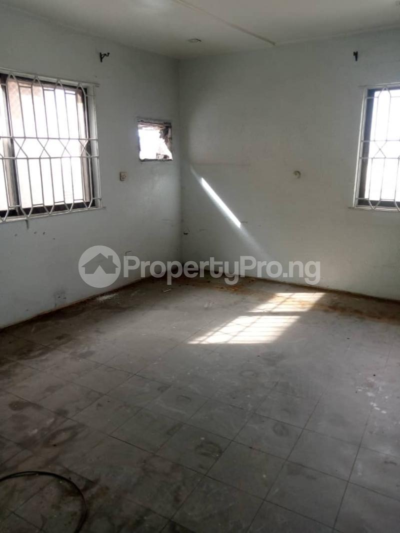 3 bedroom Flat / Apartment for rent Atunrase Medina Gbagada Lagos - 11