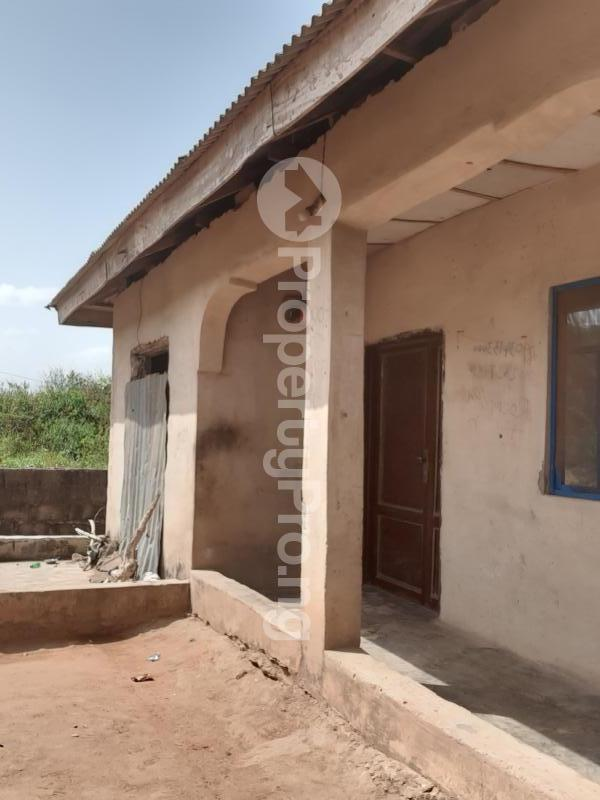 8 bedroom Terraced Bungalow House for sale 8 rooms on a half plot of land at ijoko abule nice environment secure area for sale  Agbado Ifo Ogun - 1
