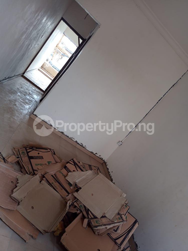 1 bedroom Flat / Apartment for rent   Obanikoro Shomolu Lagos - 3