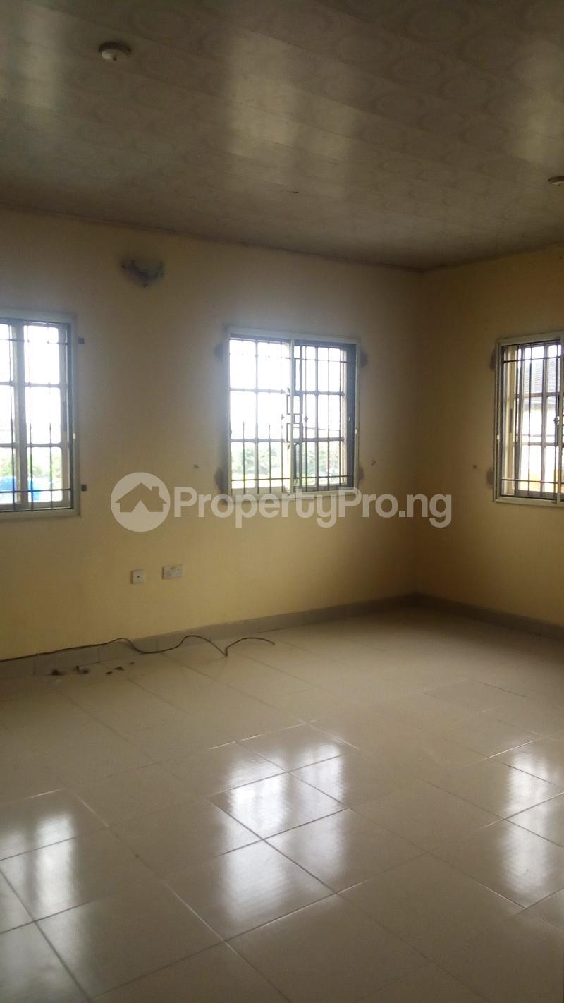 4 bedroom Terraced Duplex House for rent Medina Estate Atunrase Medina Gbagada Lagos - 11