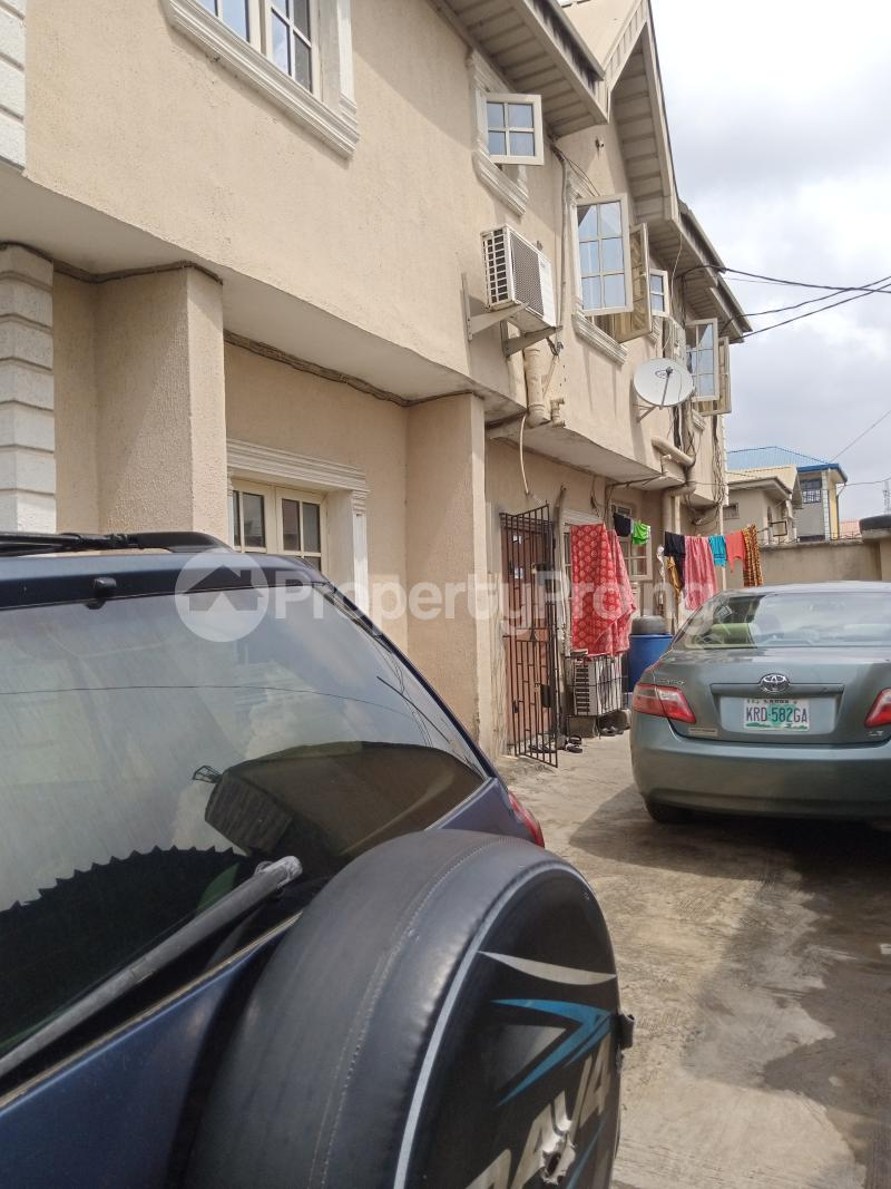 3 bedroom Blocks of Flats House for sale Latefadboyega Okota Lagos - 2