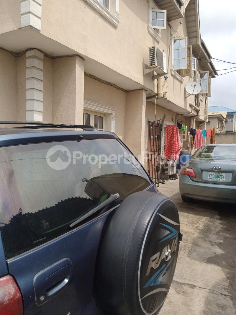 3 bedroom Blocks of Flats House for sale Latefadboyega Okota Lagos - 4