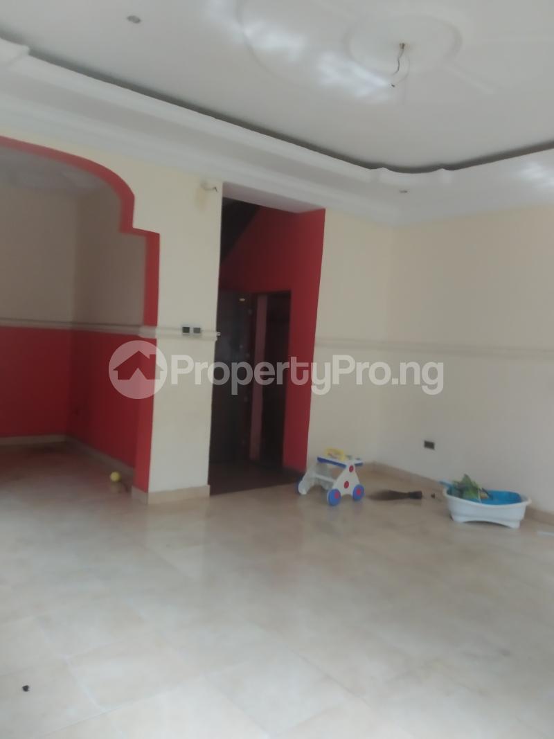3 bedroom Flat / Apartment for rent shaki crescent Adelabu Surulere Lagos - 1