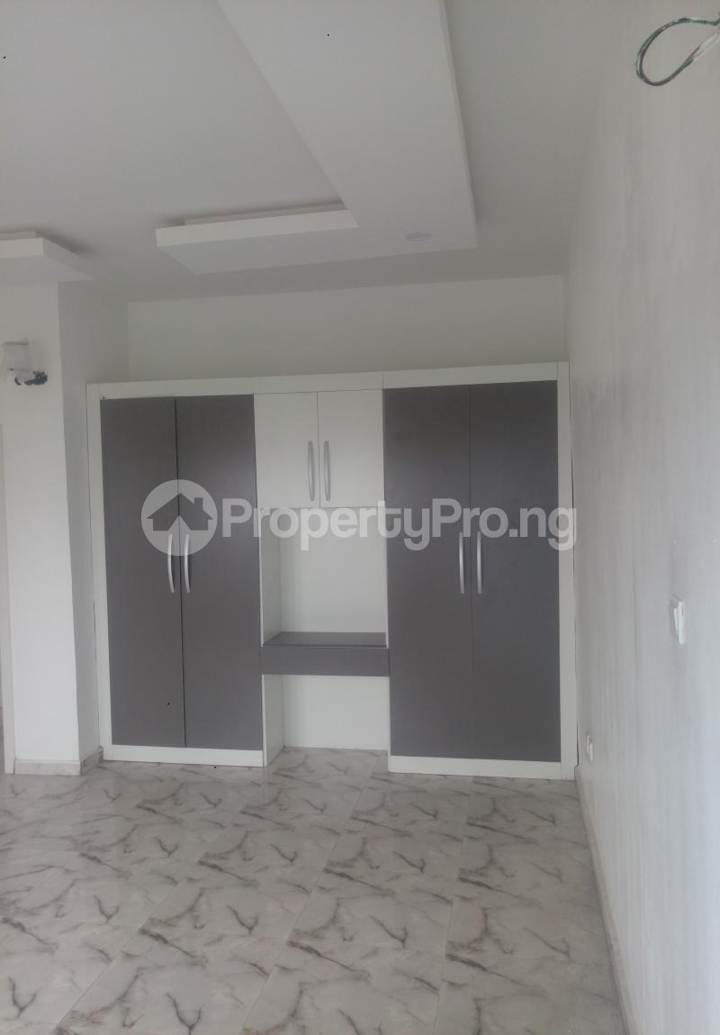 4 bedroom Semi Detached Duplex House for sale White Oak Estate Ologolo Lekki Lagos - 6