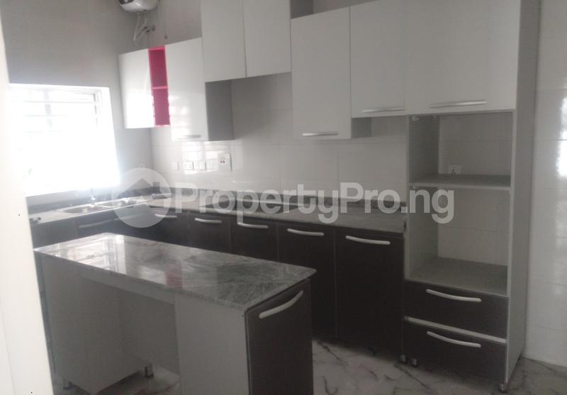 4 bedroom Semi Detached Duplex House for sale White Oak Estate Ologolo Lekki Lagos - 8