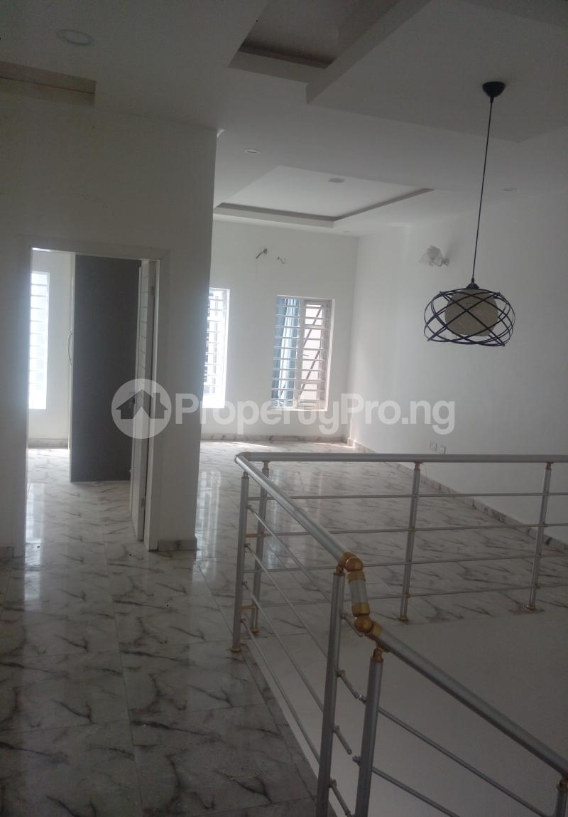 4 bedroom Semi Detached Duplex House for sale White Oak Estate Ologolo Lekki Lagos - 4