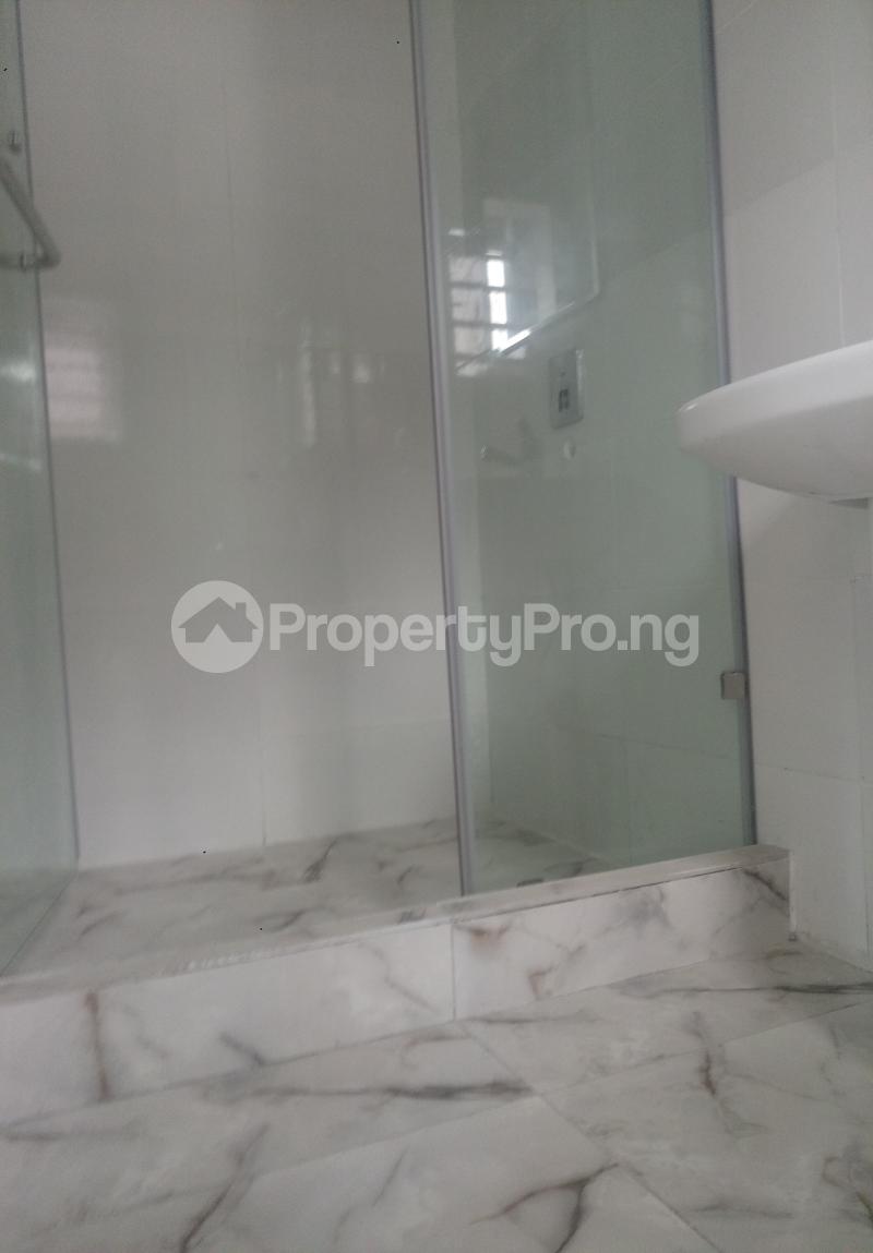 4 bedroom Semi Detached Duplex House for sale White Oak Estate Ologolo Lekki Lagos - 10
