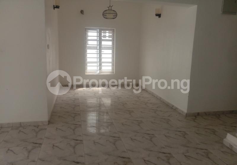4 bedroom Semi Detached Duplex House for sale White Oak Estate Ologolo Lekki Lagos - 3