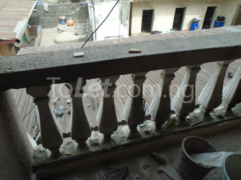 1 bedroom mini flat  Flat / Apartment for rent - Lawanson Surulere Lagos - 3