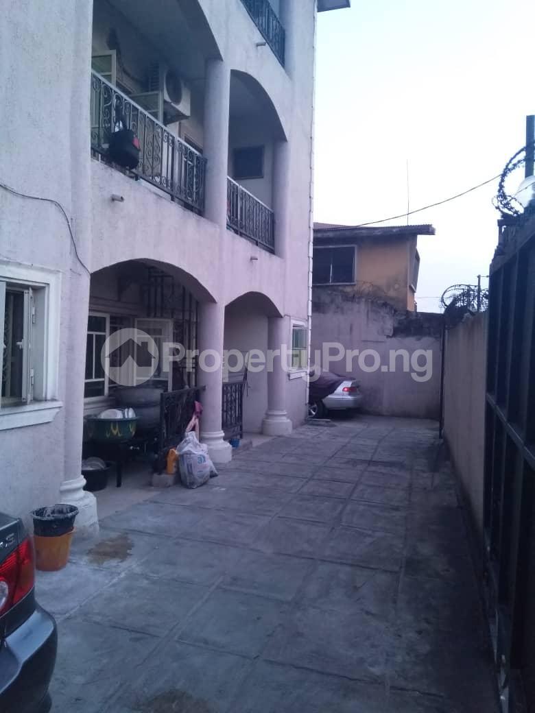 1 bedroom mini flat  Mini flat Flat / Apartment for rent Ishaga Road Ojuelegba Surulere Lagos - 2