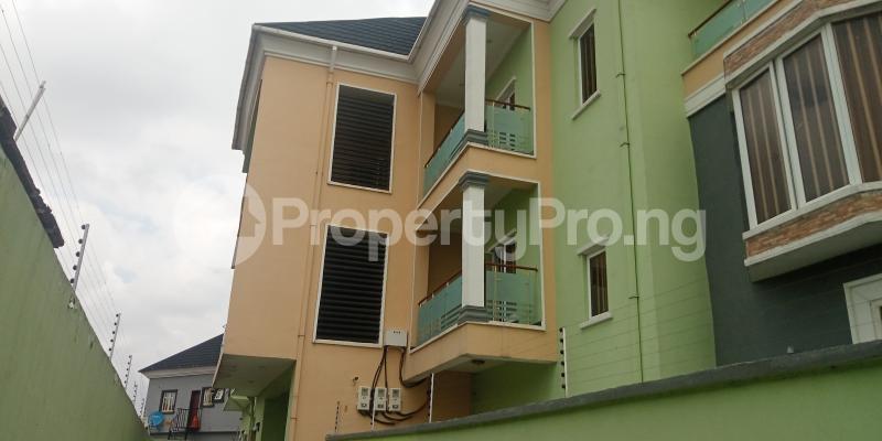 2 bedroom Blocks of Flats House for rent Adebisi tolani Medina Gbagada Lagos - 0