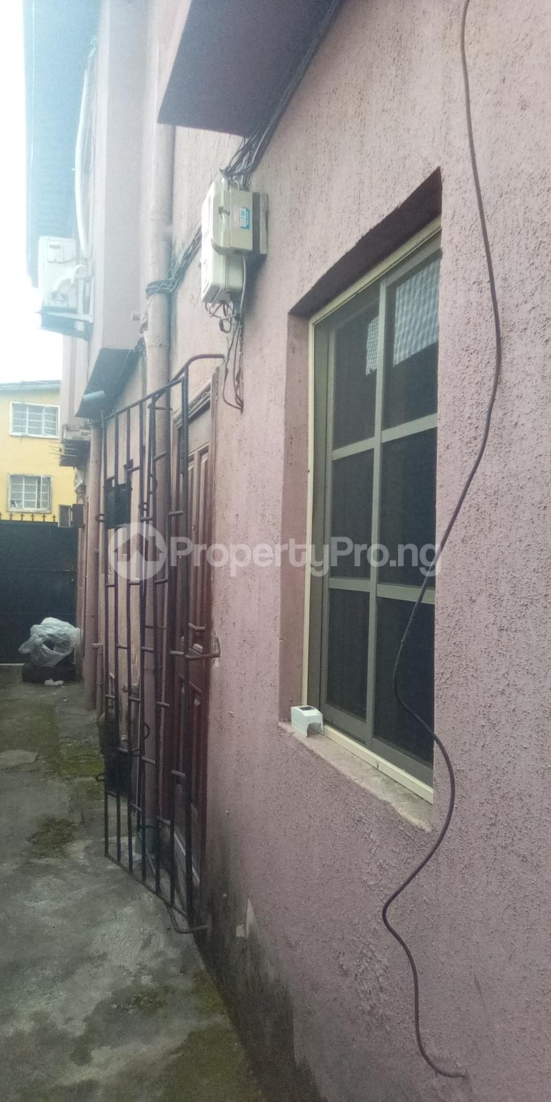 1 bedroom mini flat  Mini flat Flat / Apartment for rent Off Bayo Shodipo, close to empire Surulere Lagos - 3