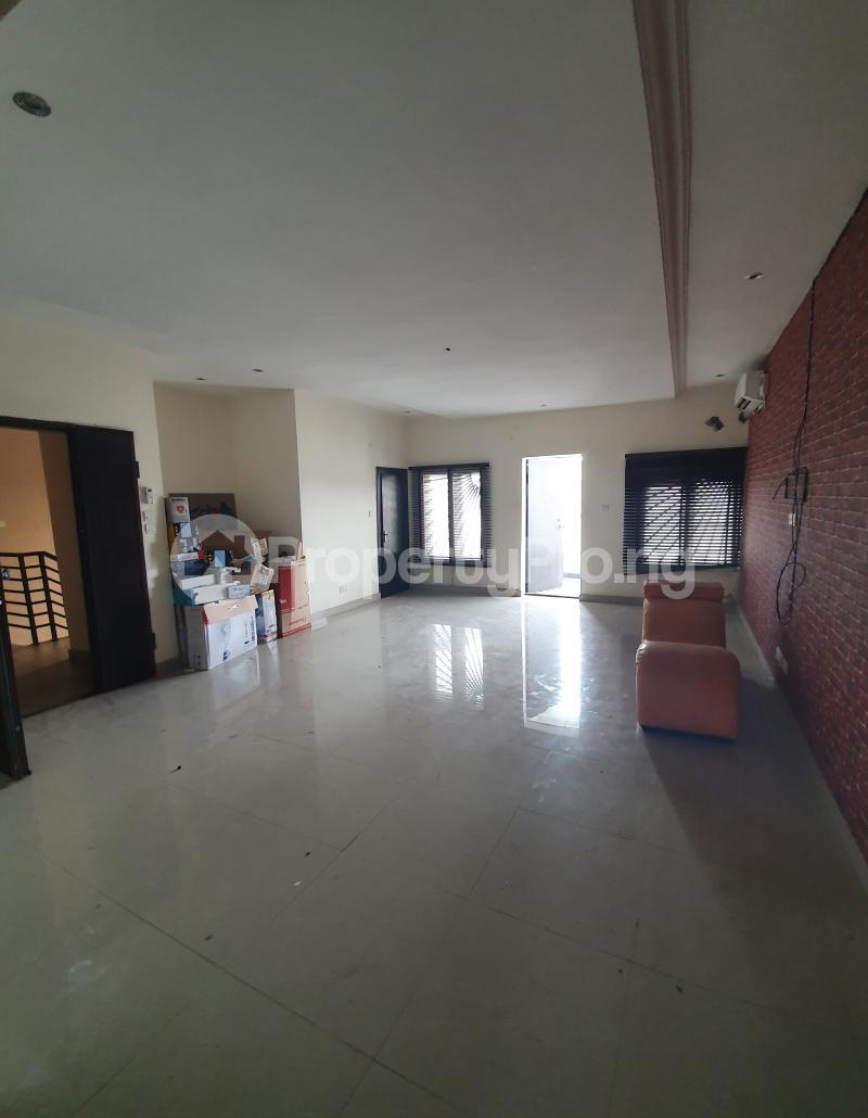 3 bedroom Flat / Apartment for sale Yaba Gra Abule-Oja Yaba Lagos - 11