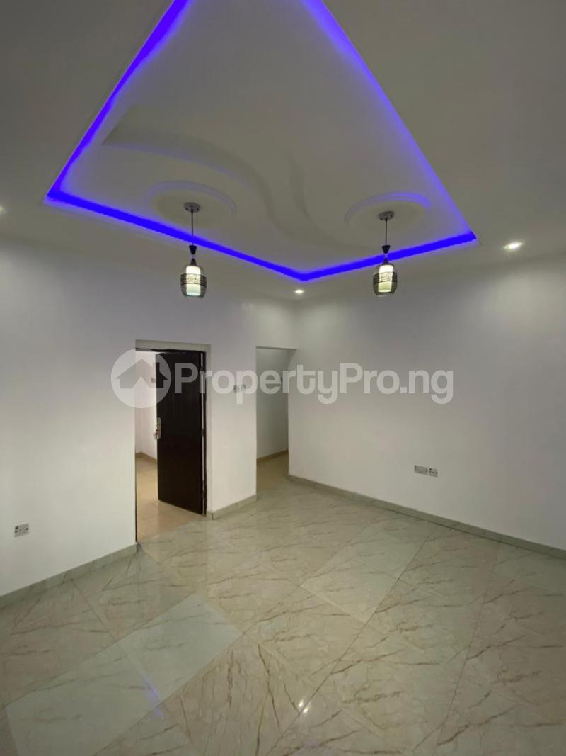 4 bedroom Flat / Apartment for sale Jakande Estate  Osolo way Isolo Lagos - 1