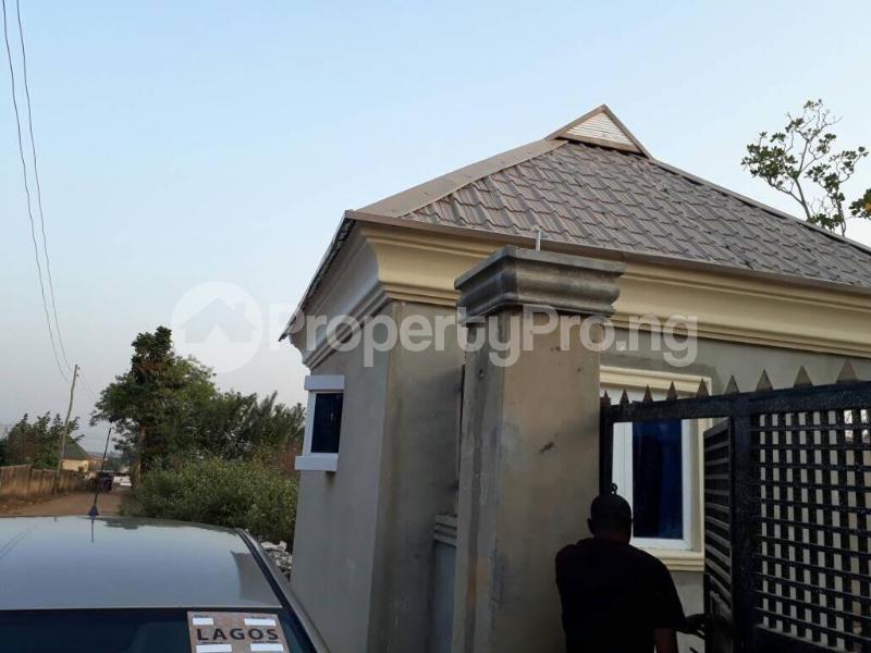 5 bedroom House for sale  alabameta area very close to main tiled road behinde katados filling-stations off osogbo Ikirun road, Olorunda L. G Osogbo osun state.  Olorunda Osun - 19