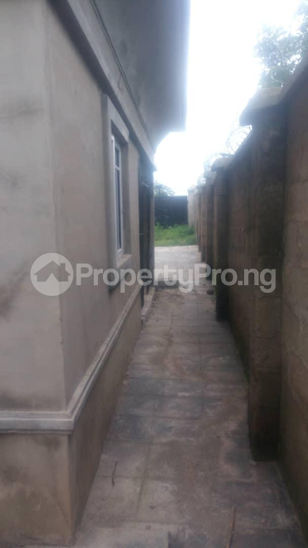 4 bedroom Mini flat Flat / Apartment for sale 4 timehin street  Osogbo Osun - 17
