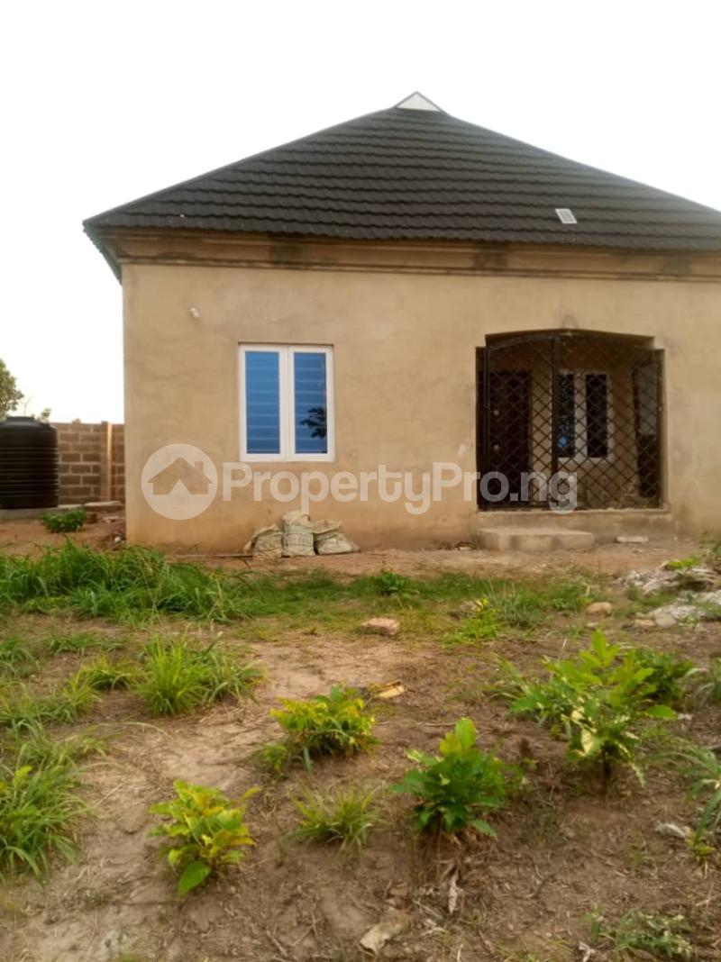 2 bedroom Detached Bungalow House for sale owo agbara road off golden estate, odo ona kekere, ibadan.  Odo ona Ibadan Oyo - 0