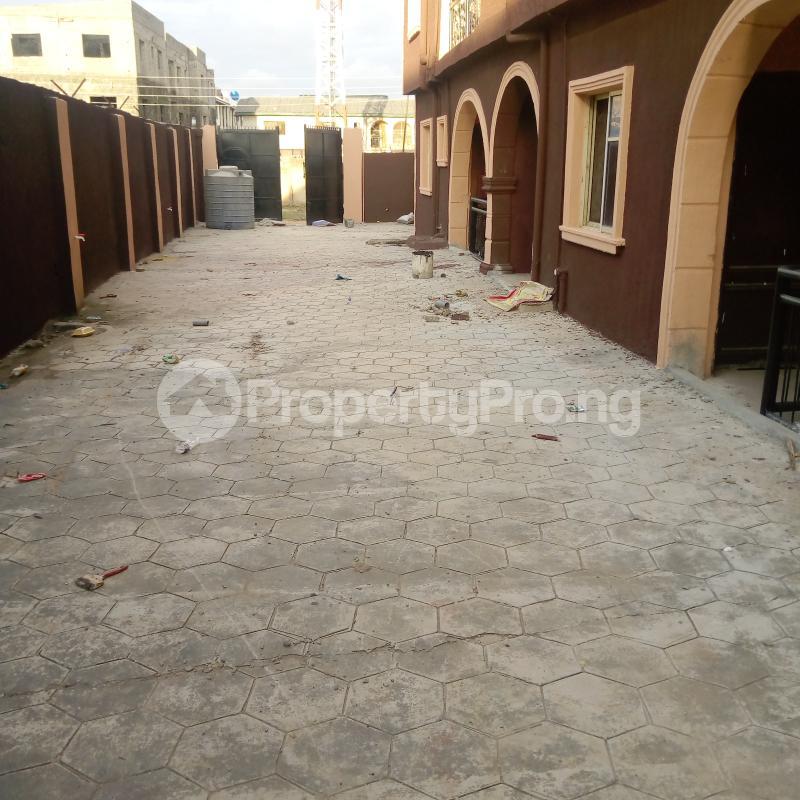 2 bedroom Flat / Apartment for rent I.k.j Bus Stop Bucknor. Bucknor Isolo Lagos - 3