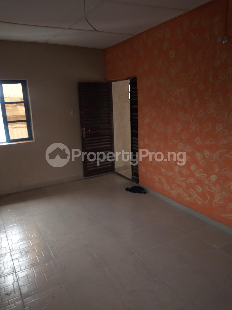 2 bedroom Flat / Apartment for rent Car wash bus stop, oworo Kosofe Kosofe/Ikosi Lagos - 4