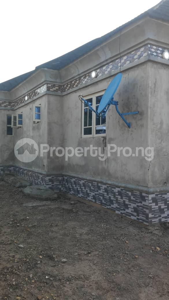 3 bedroom Detached Bungalow House for sale  Idi Igbaro area off ologuneru road ibadan. Ibadan Oyo - 0