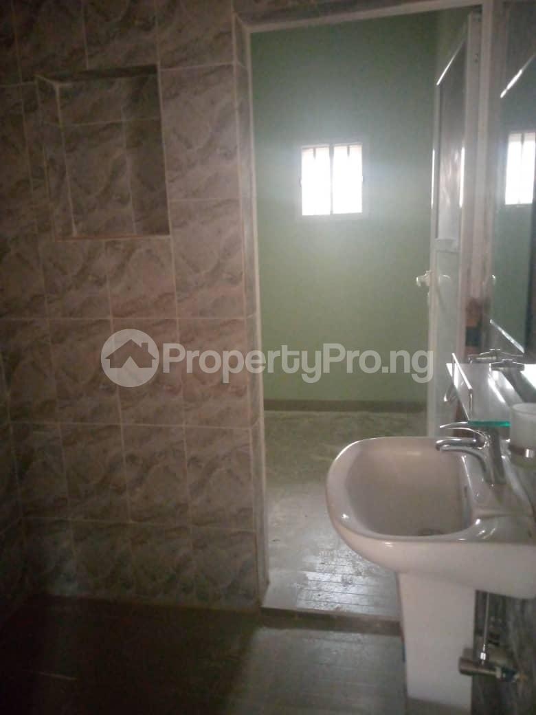 Flat / Apartment for rent Hassan block, Elebu. Oluyole Estate Ibadan Oyo - 4