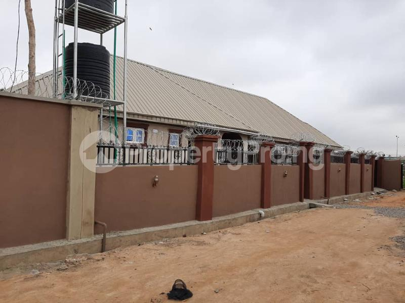 3 bedroom Semi Detached Bungalow for rent Alakia /adegbayi/nnpc Alakia Ibadan Oyo - 1